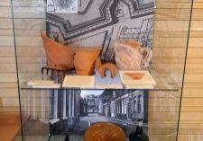 De vitrine met vondsten van het Boterdiep
